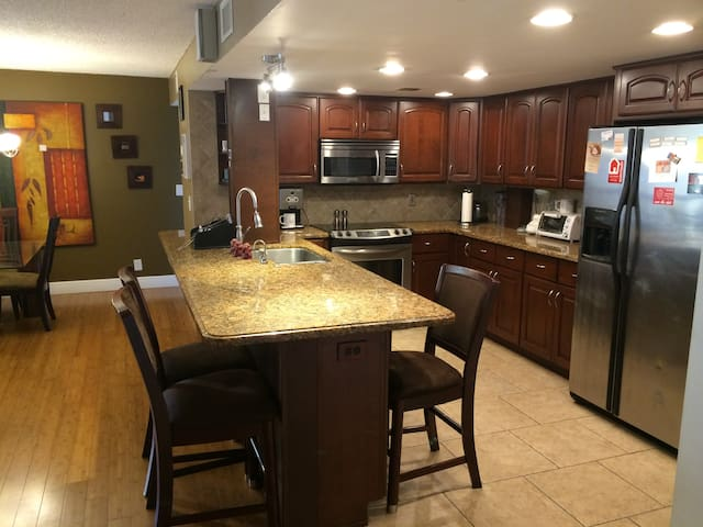 Upgraded 2/2 w/ Pool Close to Beach - Delray Beach - Appartement