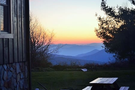 Log Cabin, Panoramic Mountain Views in NC, 4Br-2ba - Jonas Ridge