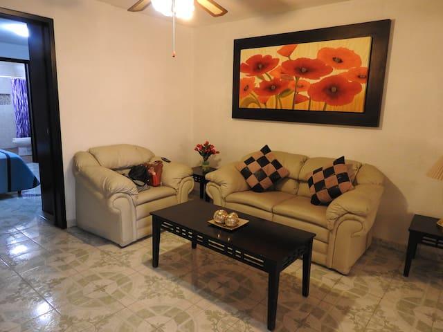 Casa entera excelente ubicación en Celaya
