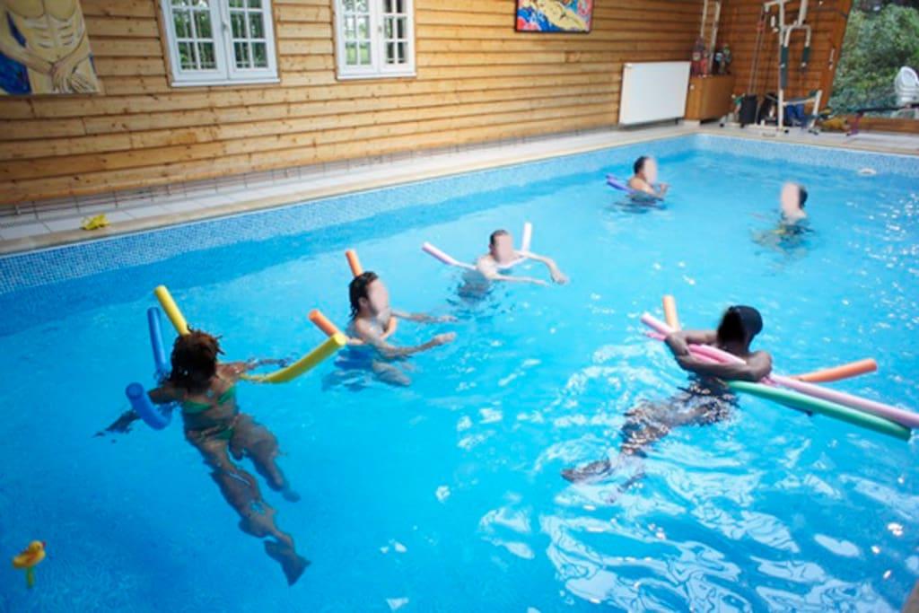 La vaste piscine intérieure chauffée de 10 m x5 m/heated indor Swimming pool