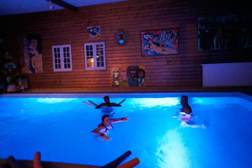 Propri t avec piscine int rieure chambres d 39 h tes - Chambre hote avec piscine interieure ...