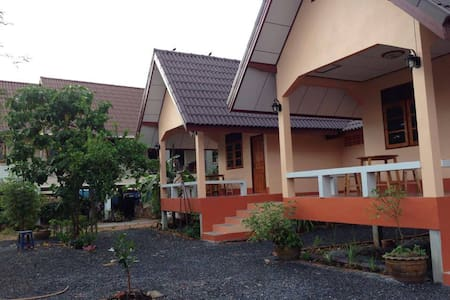 ชวนชมรีสอร์ท (Chuanchom Resort) - Phanang Tung - Bed & Breakfast