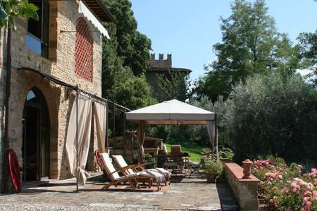 Il Visciolo, home with a view, car not required - San Casciano In Val di Pesa