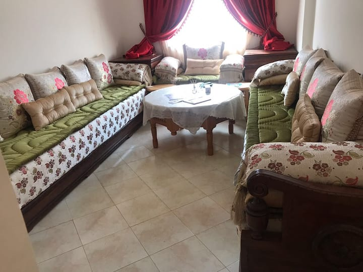 Spacious 3 bedroom apartment close to AirPort.