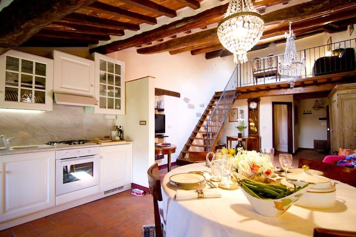 Tuscan charm in historical center - Castiglion Fiorentino - Lejlighed