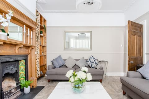 Stroll to the City Centre From a Chic Refurbished Townhouse