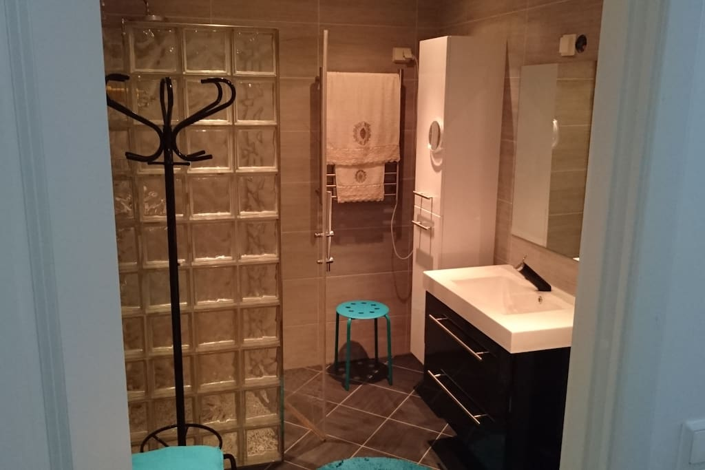 Bathroom with Shower, heated floor and towel-dryer.
