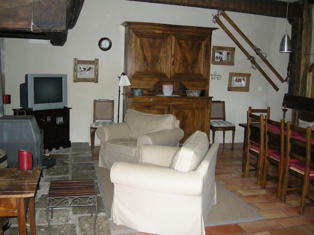 Gîte de charme Vallée de la Loue - Vuillafans - House
