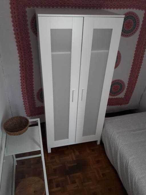 armario individual(con perchas)