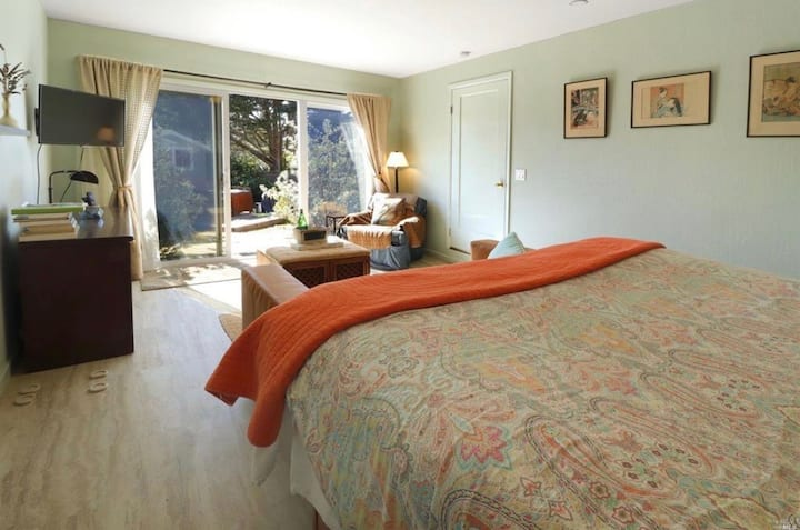 Garden Suite in the heart of Bodega Bay