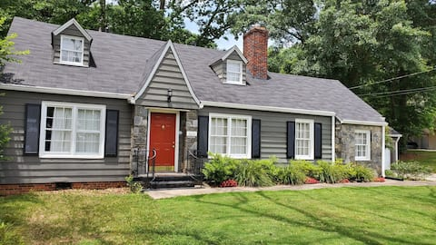 Lots of space! Close to Airport, and  Atlanta.