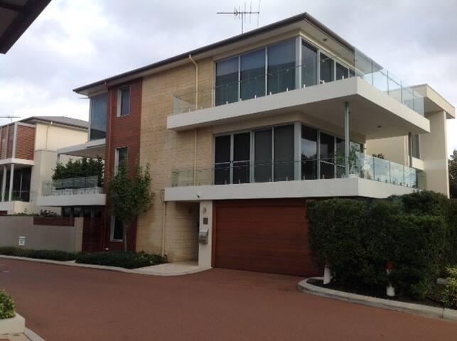 Perth Riverside Luxury