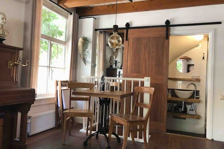 Warm and woody b&b Haarlem city center near beach!