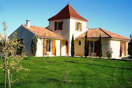 Maison Larnolia heerlijke sfeervolle vakantievilla - Saint-Médard-d'Excideuil - Willa