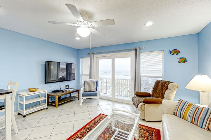 2nd Floor Dog-Friendly Gulf Front Condo w/ Views, Close To Entertainment
