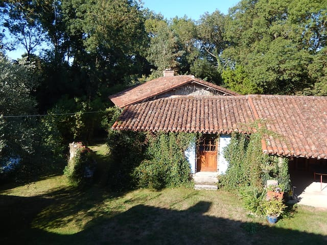 2 Bed Stone Cottage In Quiet Rural Setting - Bessay - Dům