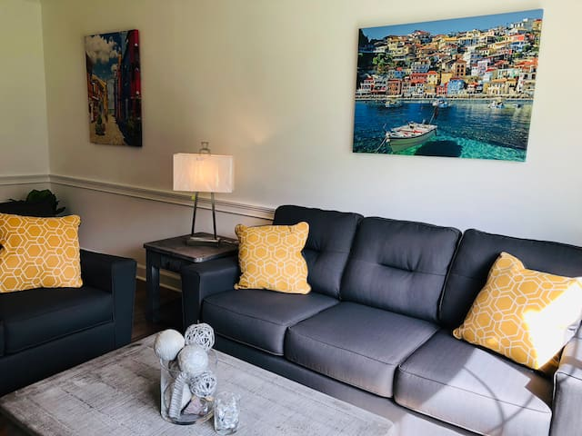 Neat, warm and cozy condo at Magnolia Place!