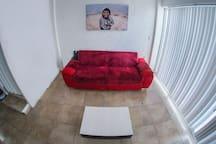 """Sala de estar con Smart tv de 50"""" y acceso a internet de 100mb"""