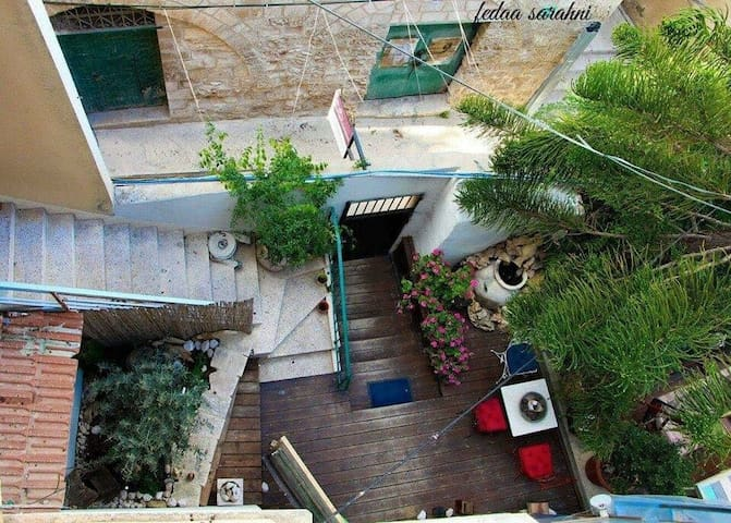 Old room with a big garden - נצרת - Bed & Breakfast