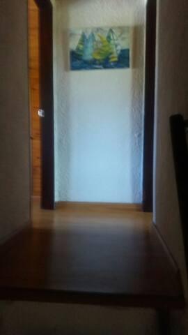 pasillo entre dormitorios