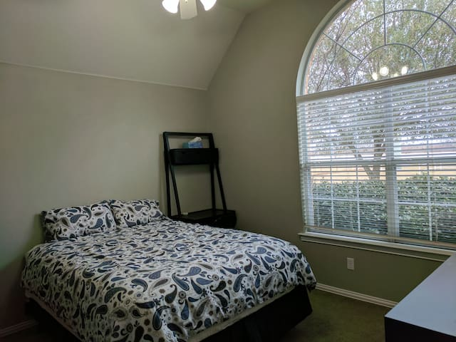 Private Room on Mini Farm - Burleson - Casa