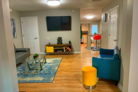 Modern 2 bed Home: Downtown Indy-Hot Tub