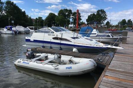 Kajutová loď Bayliner 2155