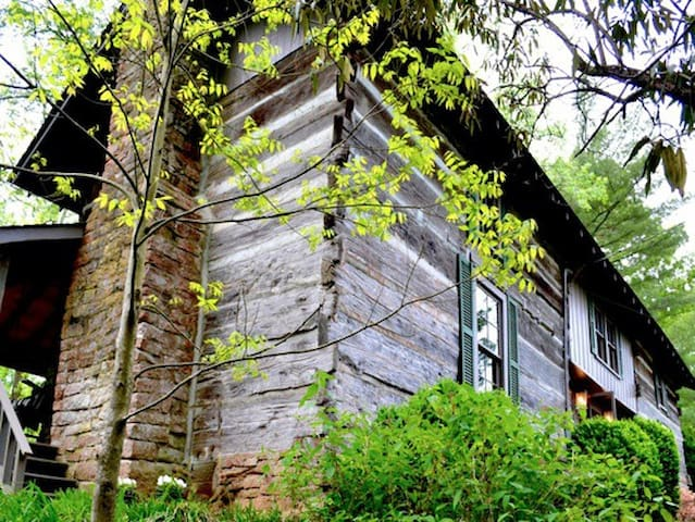 Rustic Log Cabin on Historic McLean Creek Crockett
