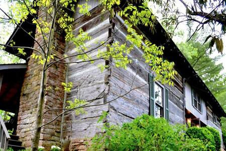 Rustic Log Cabin McLean room on Historic Creek TN