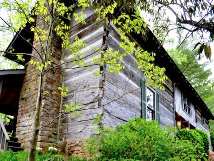 Rustic Log Cabin Crockett Room. Historic Creek!