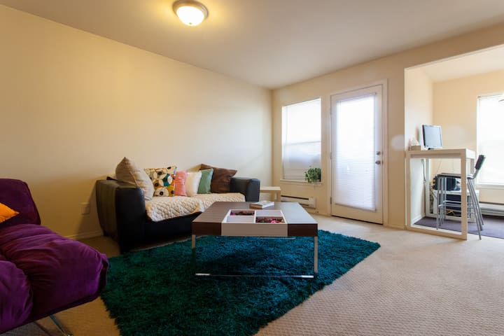 Hip Mid Ctry 2BD 20 min. to PDX/DT - Portland - Apartamento
