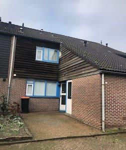 Gehele woning beschikbaar in Almelo