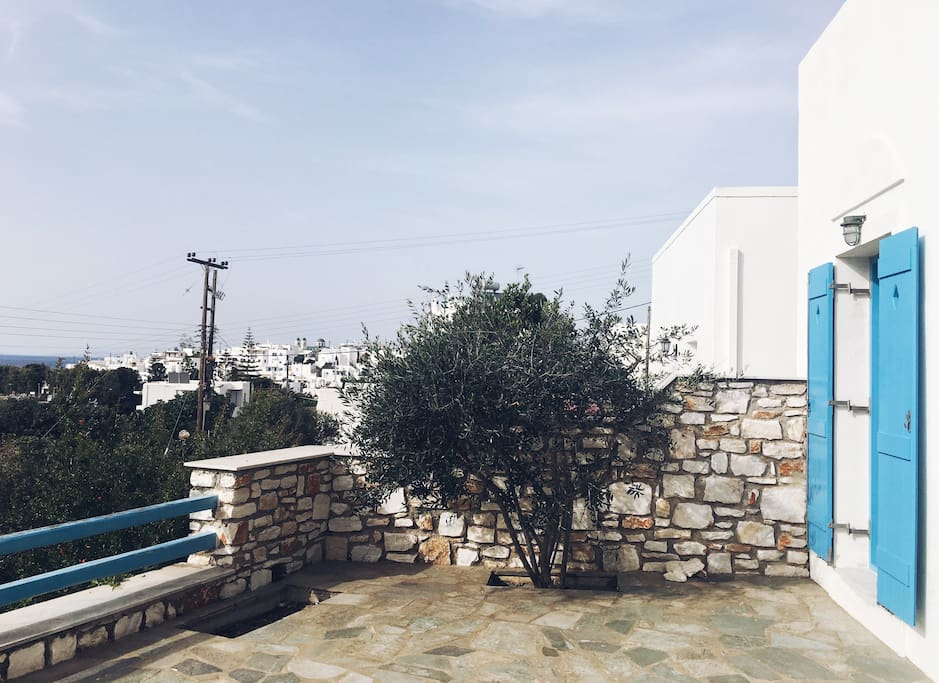 Views from the garden! The town of Naousa and the sea!