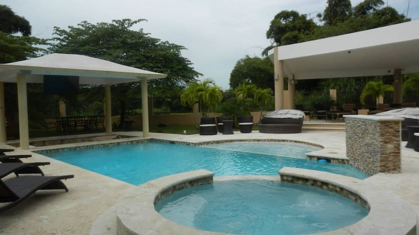 House SPA, Celebration, Relax Vacation 10 people - Canóvanas - Hus