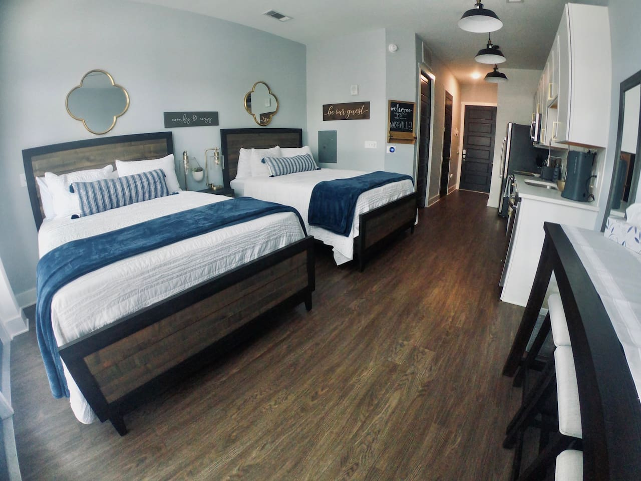 The only studio in the building with 2 queen size beds! Don't make anyone sleep on a pull-out couch! We offer the most comfortable space at the best price for 4 travelers.