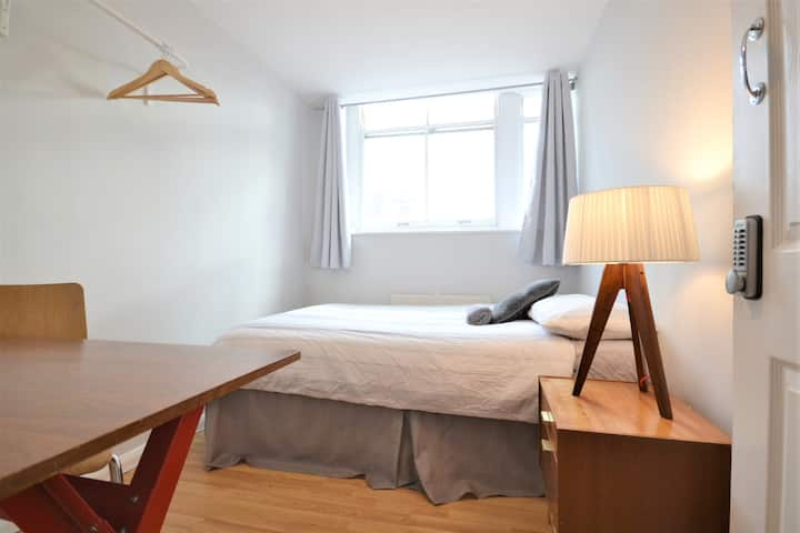 HB3-4 Double Room in the Heart of Brick Lane