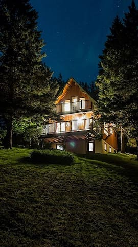 Chalet with mtn. views & game room