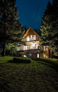 Chalet with mtn. views & game room - Cambridge