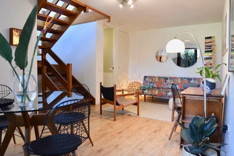 Beautiful 2 storey 'tree house' flat with parking