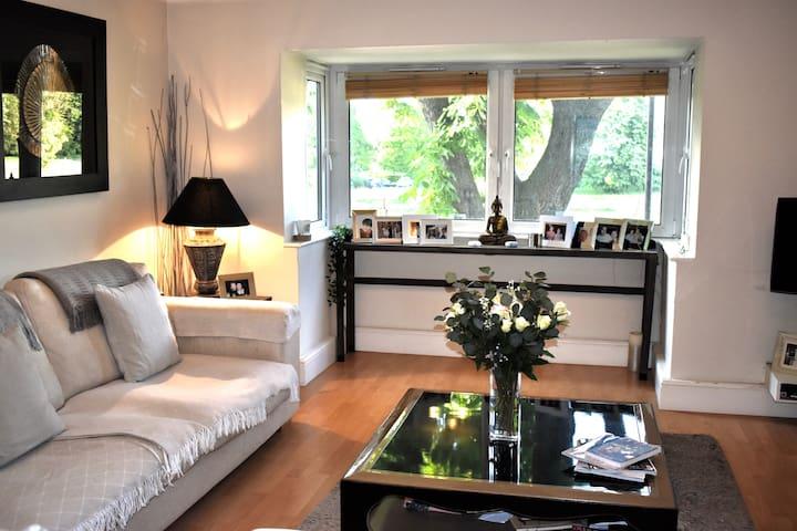 Beautiful 2 bed flat next to Blackheath Park!