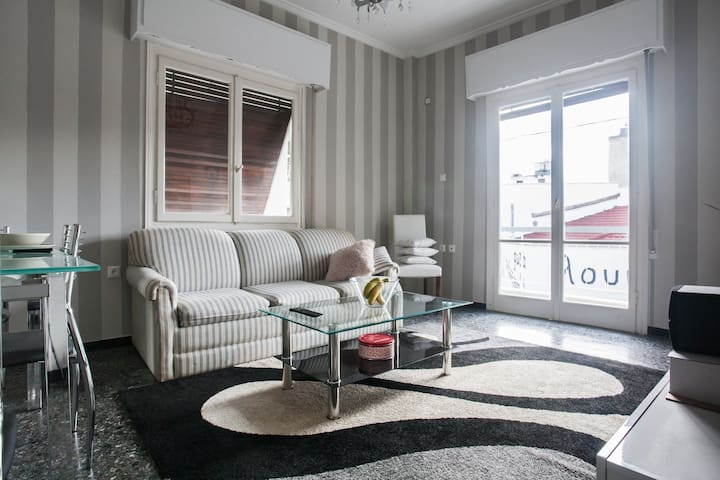 Live in Style & Comfort in Athens - Athina - Daire