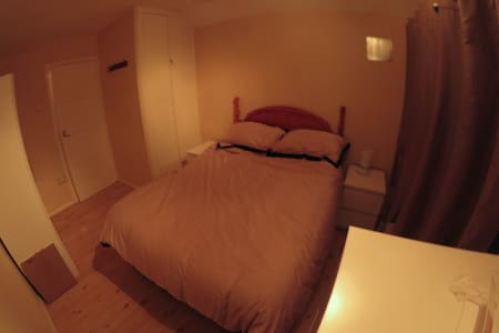 Double room in 3 bed house - Loughton
