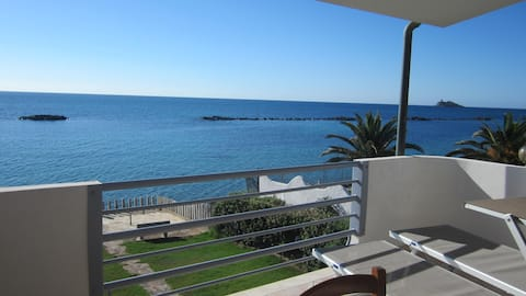 Terrasse avec vue sur la mer (Code JUIN P1966)