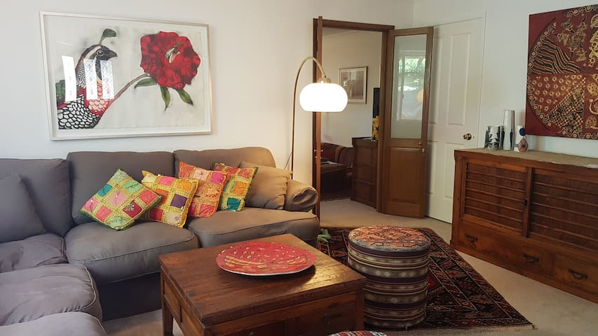 Twin bedroom, leafy outlook, northern beaches
