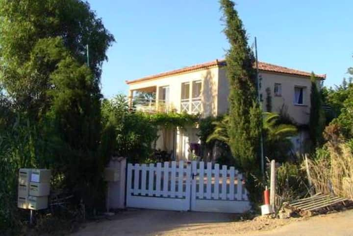 House with 3 bedrooms in Punta Di Porticcio, with wonderful sea view and enclosed garden - 2 km from the beach