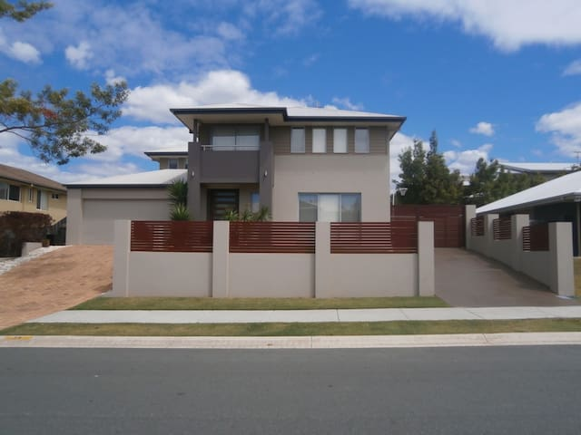 Large home to share with family and friends. - Upper Coomera - Rumah