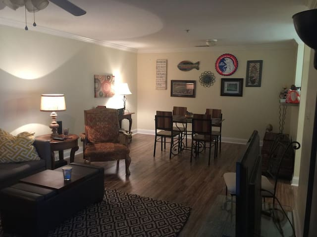 Spacious Clemson Condo 2 miles from Campus