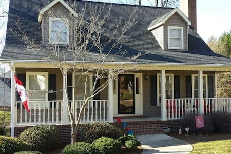 Charming Colonial 4bd in Greenville - Taylors - Talo