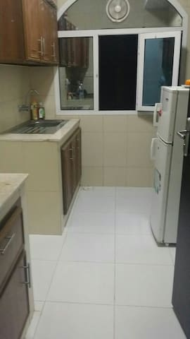Room with attached bathroom in flat - Seeb - Daire