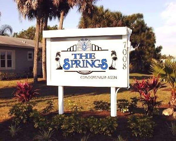 $395 Week Beautiful Condo -Location - Fort Myers - Huoneisto